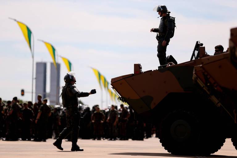 Militares durante preparativos para a posse de Bolsonaro