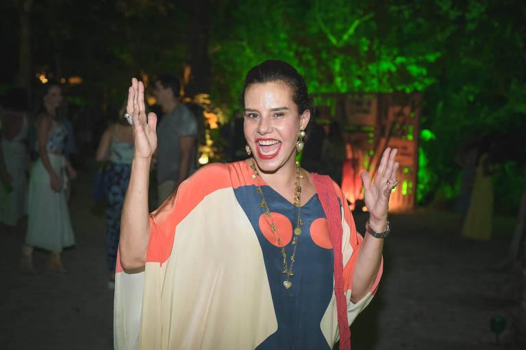 A socialite arcisa Tamborindeguy na festa Saravá, em Trancoso