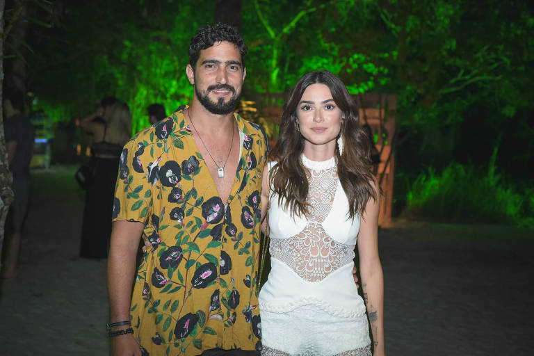 Os atores Renato Góes e Thaila Ayala na festa Saravá, em Trancoso