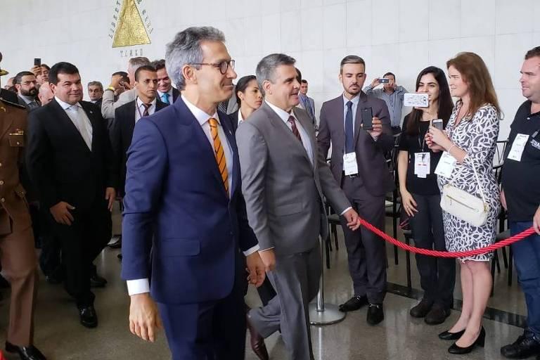 Romeu Zema (em frente) ao lado do vice Paulo Brant, no dia da posse, em 2019