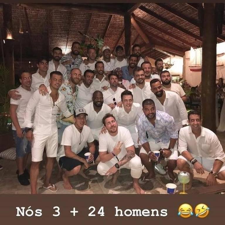 Neymar os amigos e mais 24 homens