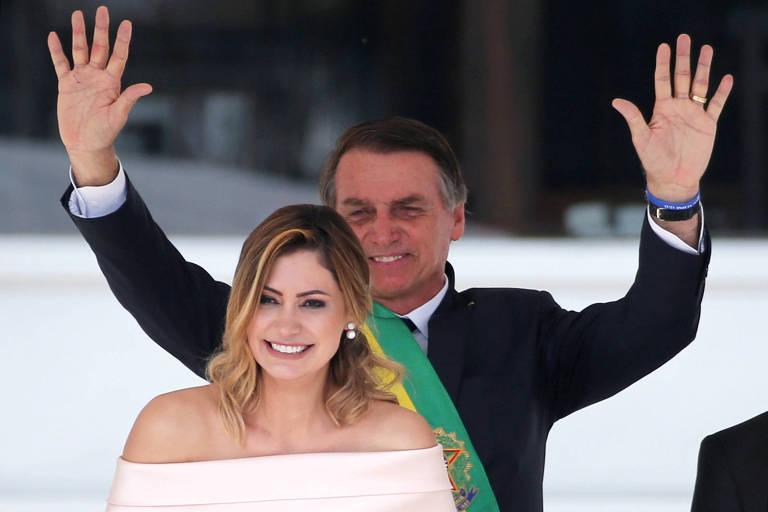 Michelle Bolsonaro discursa à frente do marido, o presidente Jair Bolsonaro