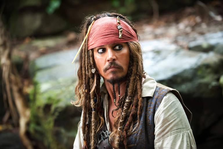 """O ator Johnny Depp em cena do filme """"Piratas do Caribe - No Fim do Mundo"""""""