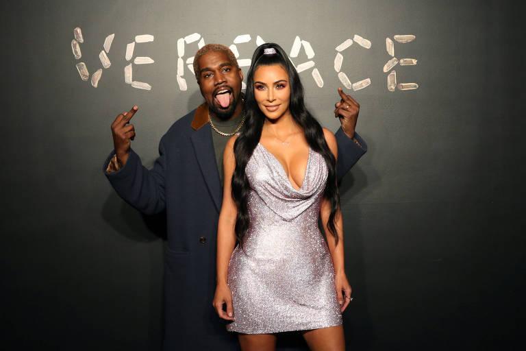 Kanye West e Kim Kardashian no desfile da Versace em Nova York
