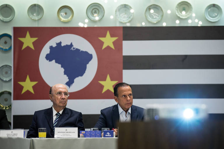 Governador João Doria ao lado de seu secretário da Fazenda, Henrique Meirelles, em reunião no Palácio Bandeirantes