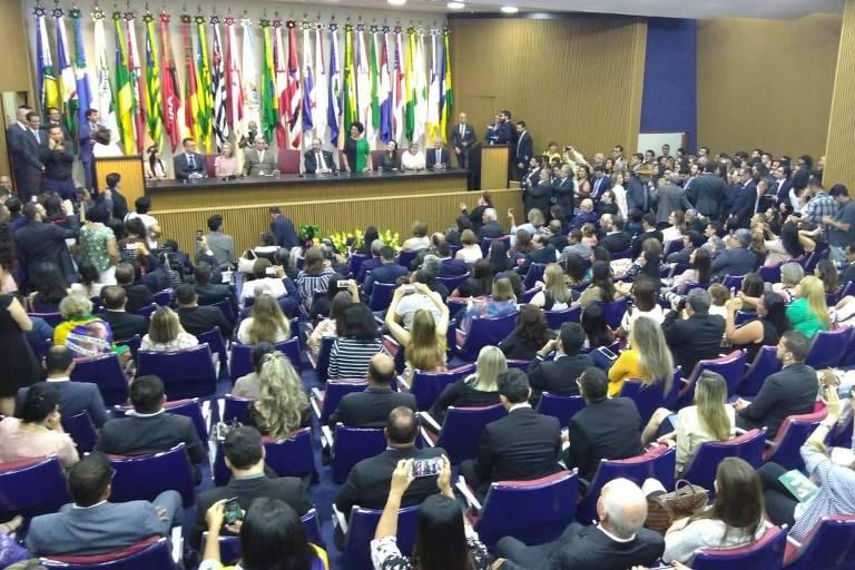 """Auditório em que ocorre """"cerimônia de pronunciamento"""" da ministra Damares Alves"""