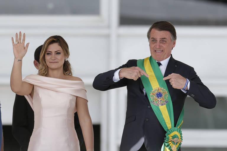 O presidente da República, Jair Bolsonaro, ao lado da mulher, Michelle, durante a cerimônia de posse.