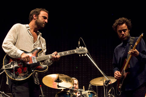 SÃO PAULO, SP, BRASIL, 10-05-2012: Música: Marcelo Camelo e Rodrigo Amarante em show da banda Los Hermanos, no Espaço das Américas, em São Paulo (SP).  (Foto: Adriano Vizoni/Folhapress)