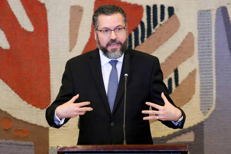 O novo ministro das Relações Exteriores, Ernesto Araújo, durante solenidade de transmissão de cargo, no Palácio Itamaraty