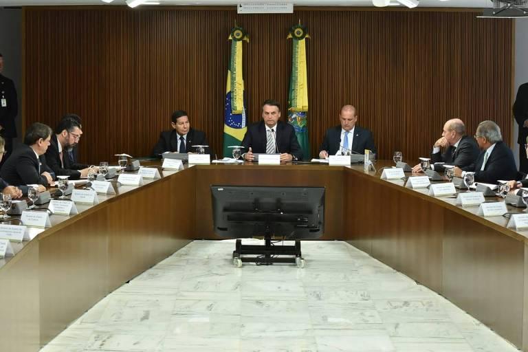 Jair Bolsonaro faz sua primeira reunião de governo com os novos ministros na manhã desta quinta (3)