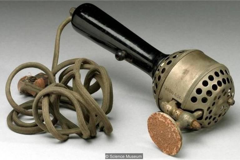 Rachel Maines argumentou que vibradores mecânicos como este, datado de 1909, foram usados para curar mulheres da histeria