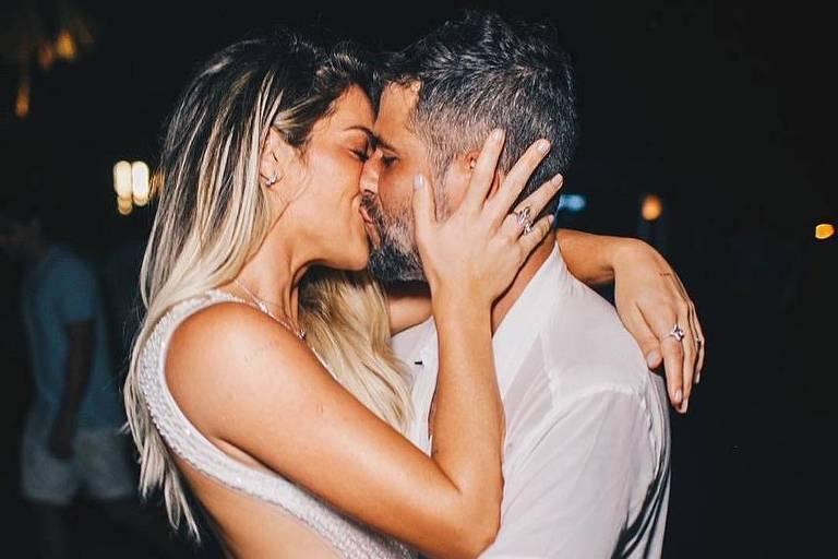 Giovanna Ewbank e Bruno Gagliasso posam em Fernando de Noronha