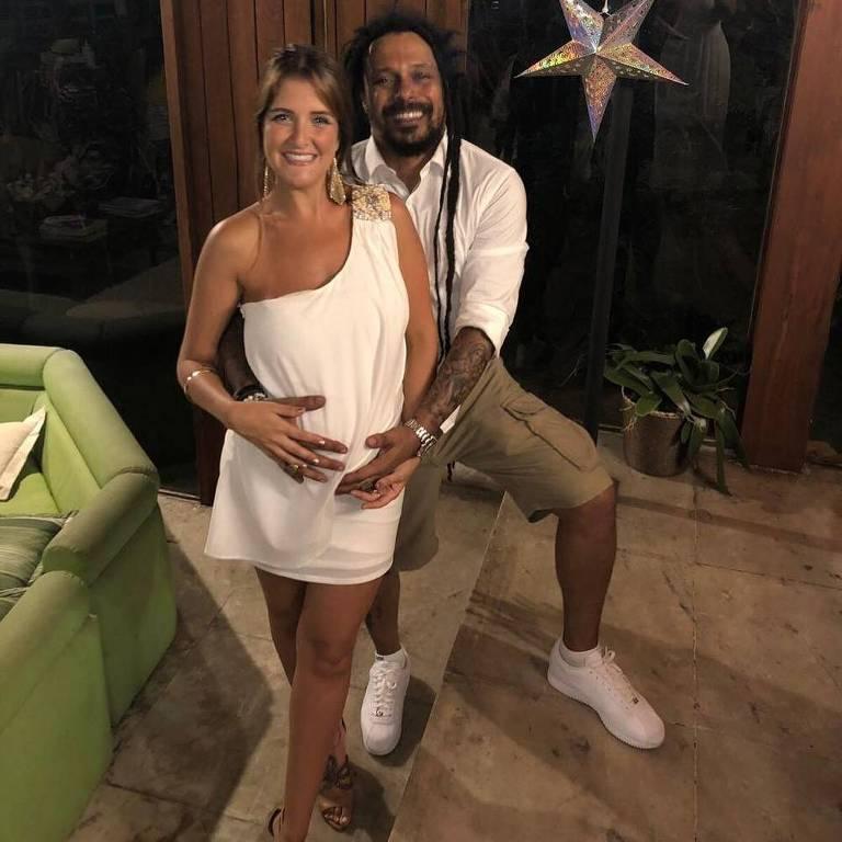 Marcelo Falcão com a namorada, a australiana Éri Bauchiglione, que está grávida
