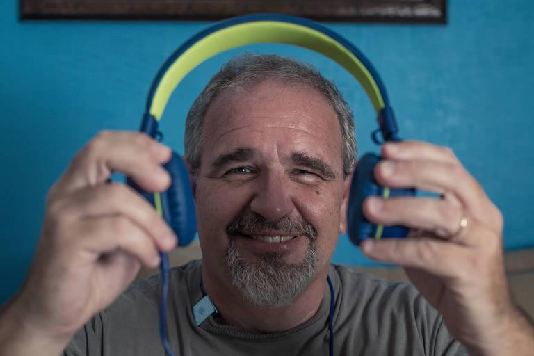 Maurício Birochi, 47 anos, é fã de podcasts e assina quase 40 canais