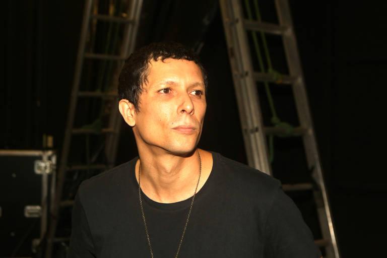 O guitarrista Juliano Gauche