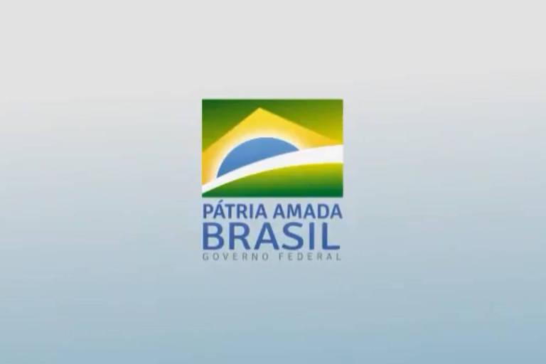 """O presidente Jair Bolsonaro divulgou nesta sexta (4), em um post no Twitter, a nova marca do governo federal, com o slogan """"Pátria Amada Brasil"""""""