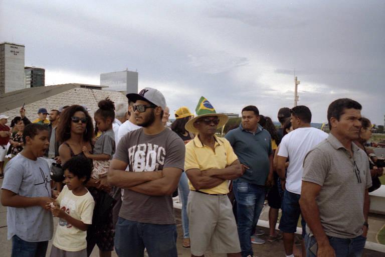 Populares aguardam a posse de Jair Bolsonaro