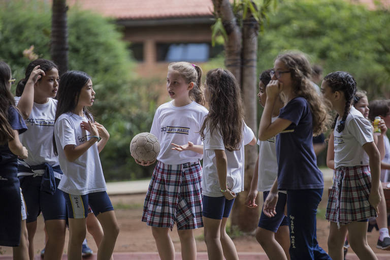 Alunas do colégio Santa Maria conquistaram espaço para jogar futebol