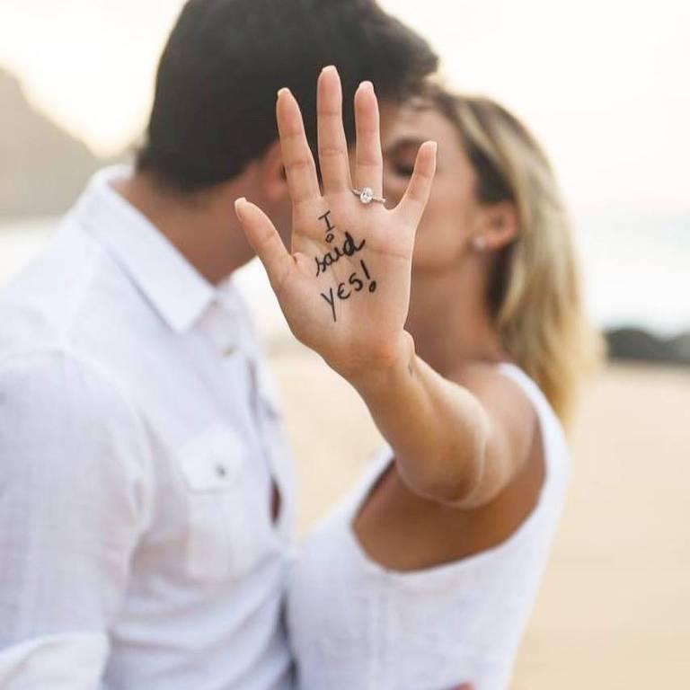 Kaká fica noivo da modelo Carol Dias em Fernando de Noronha
