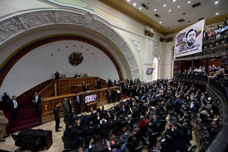 Cerimônia na Assembleia Nacional em Caracas, Venezuela, que declarou não reconhecer o novo mandato de Maduro