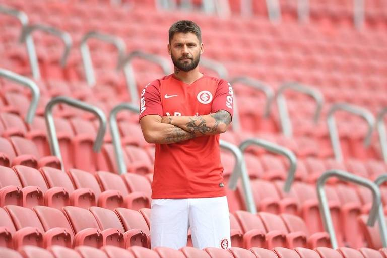 O atacante Rafael Sobis, que estava no Cruzeiro, volta ao Internacional para sua terceira passagem pelo clube