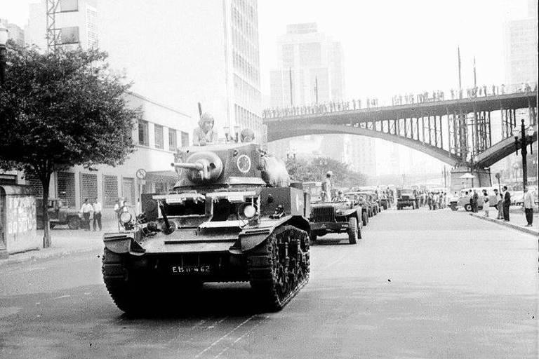 Movimentação do Exército nas ruas de São Paulo dias após o golpe de 1964