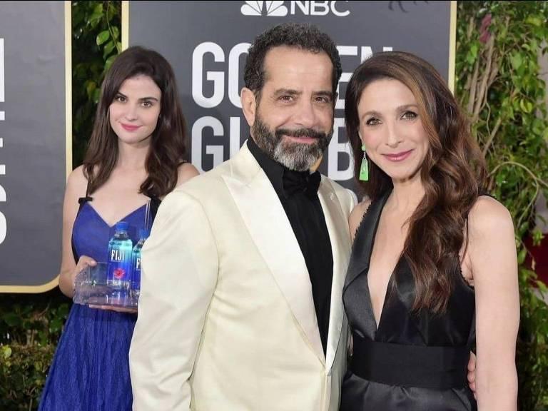 Tony Shalhoub e a mulher Brooke Adams