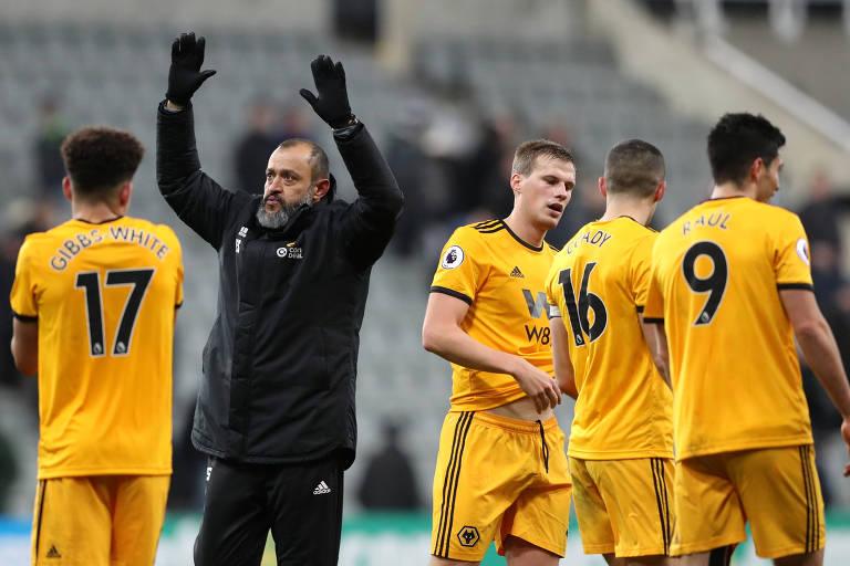 Fundo chinês Fosun adquiriu o clube inglês Wolverhampton e recheou o elenco com atletas de Mendes. O técnico Nuno Espírito Santo também é agenciado pelo português