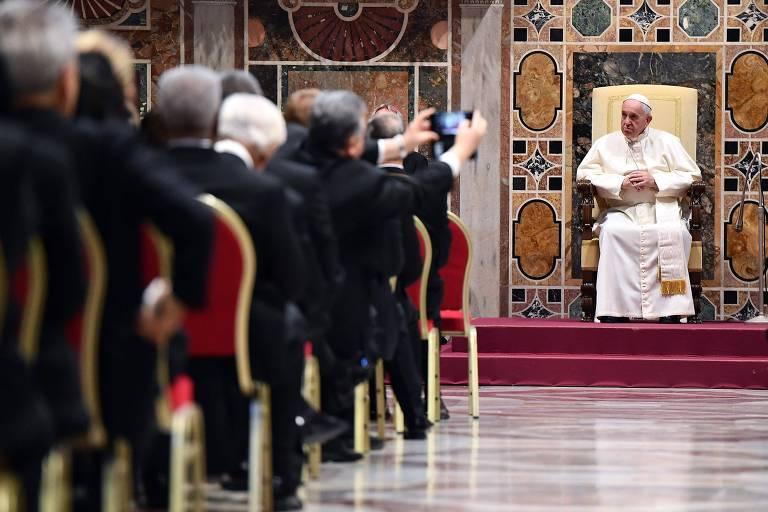 O papa Francisco durante seu discurso nesta segunda (7) aos diplomatas que servem no Vaticano