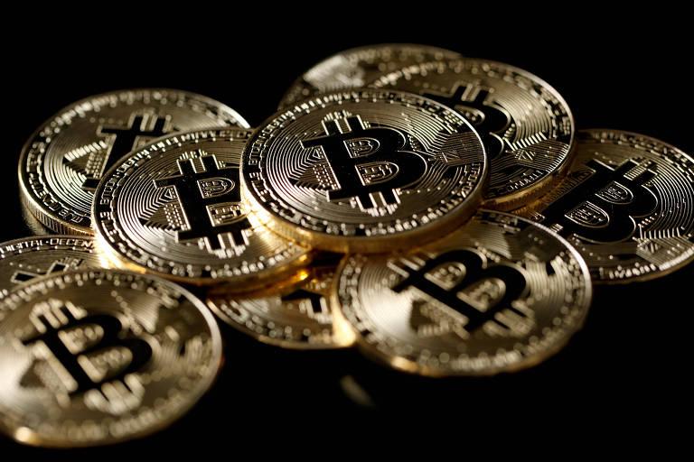 Ilustração de bitcoins; a principal moeda virtual do mundo passa por período de baixa