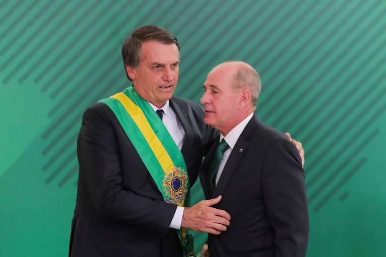 Resultado de imagem para Bolsonaro recua e desiste de base americana no Brasil