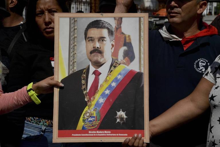 Chavistas fazem ato pró-governo em Caracas