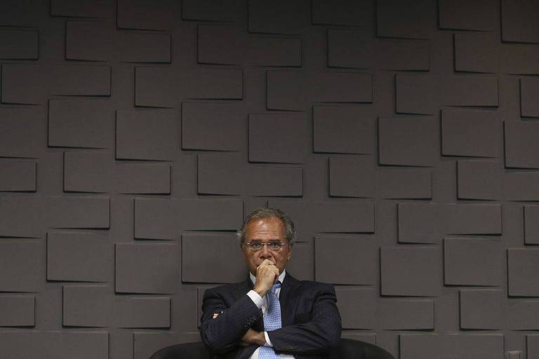 O ministro da Economia, Paulo Guedes , durante a cerimônia de transmissão do cargo do novo presidente do Banco do Brasil, Rubem Novaes
