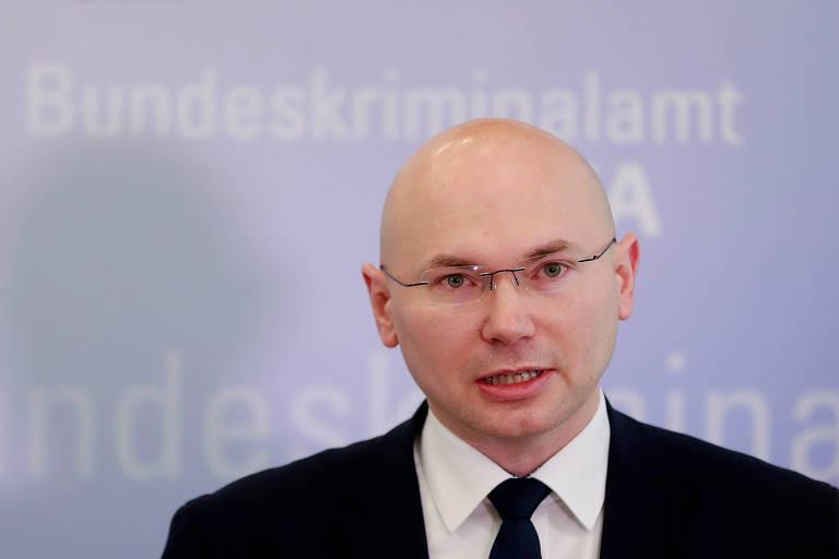 O procurador Georg Ungefuk durante entrevista coletiva na cidade de Wiesbaden na qual deu detalhes do caso