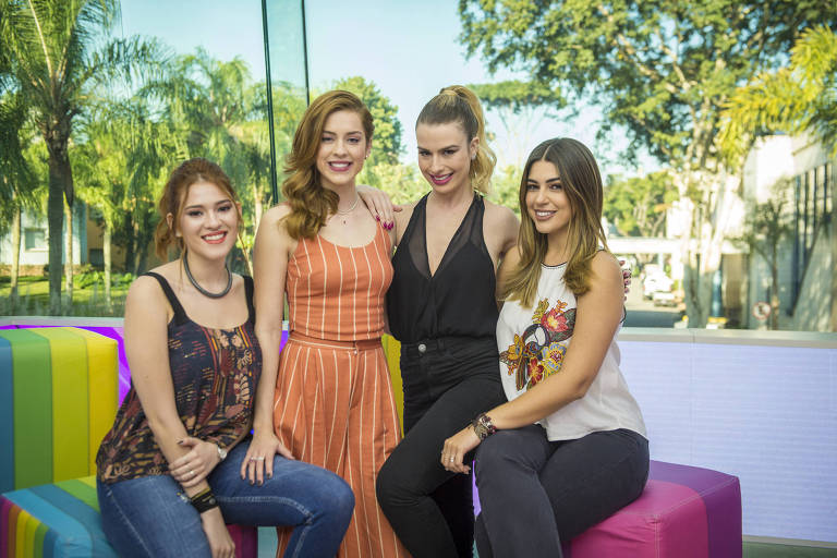 Parte da equipe do Vídeo Show com Ana Clara, Sophia Abrahão, Fernanda Keulla e Vivian Amorim