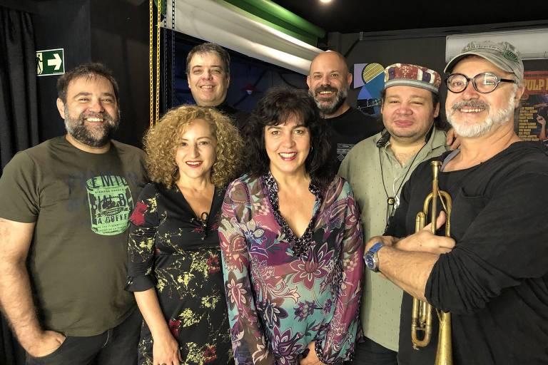 Banda Farinha Seca, da esquerda para a direita, Edu Malta, Anaí Rosa, Giba Favery,  Carla Arnoni, Marcio Forte, Billy Magno e Claudio Faria