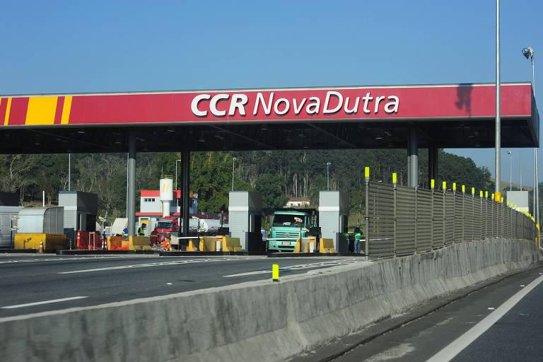 Praça de pedágio das rodovias Nova Dutra e Ayrton Senna, no sentido São José dos Campos (97 km de São Paulo)