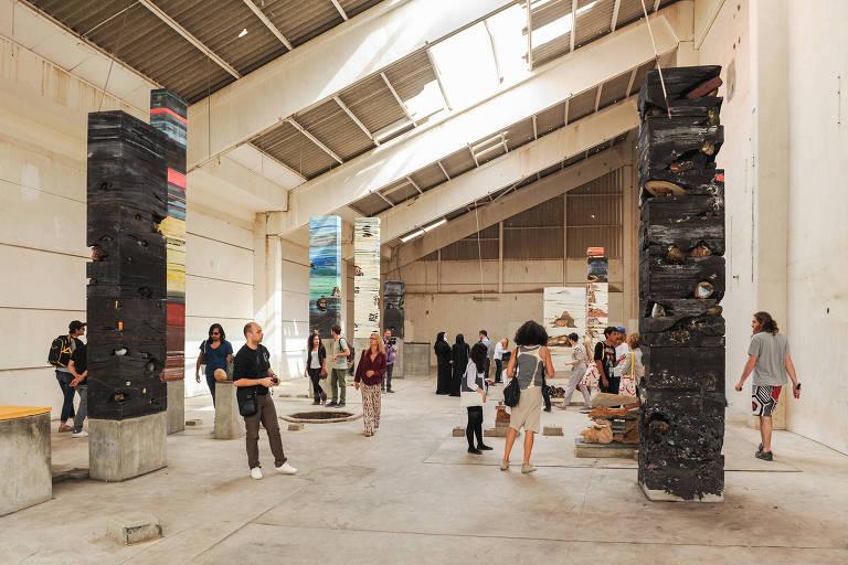 Instalação 'Planetarium', de Adrián Villar Rojas, na Bienal de Sharjah de 2012