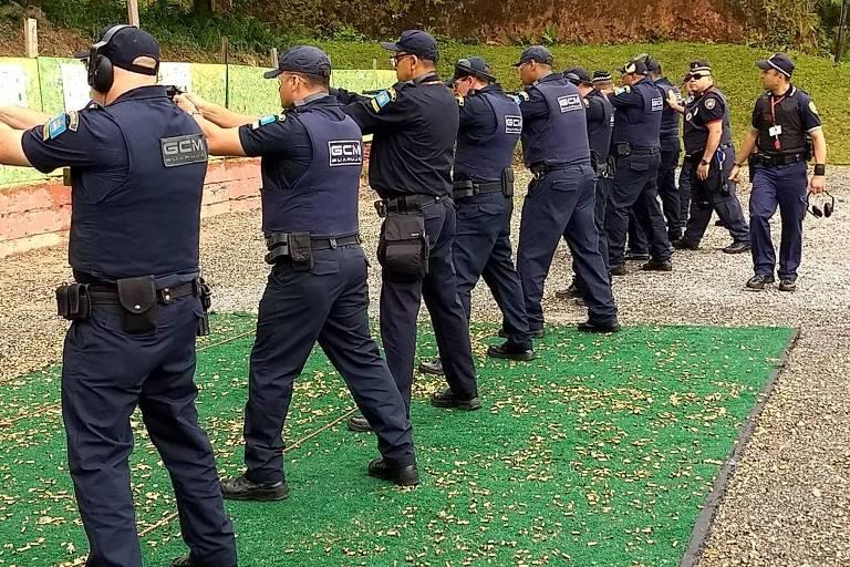 Resultado de imagem para guarda municipal armada