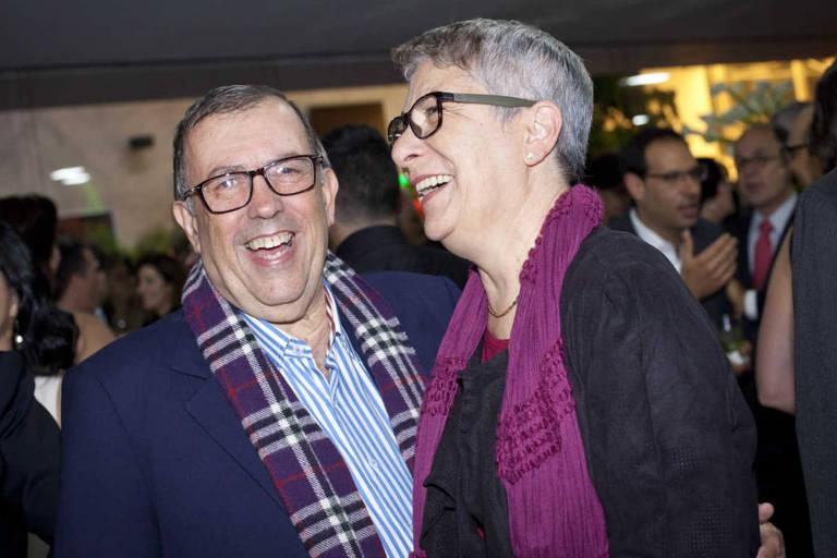 Antonio Carlos Carvalho, cardiologista, e a mulher Teresa Carvalho, no Teatro Santander para o show de Maria Rita em 2016
