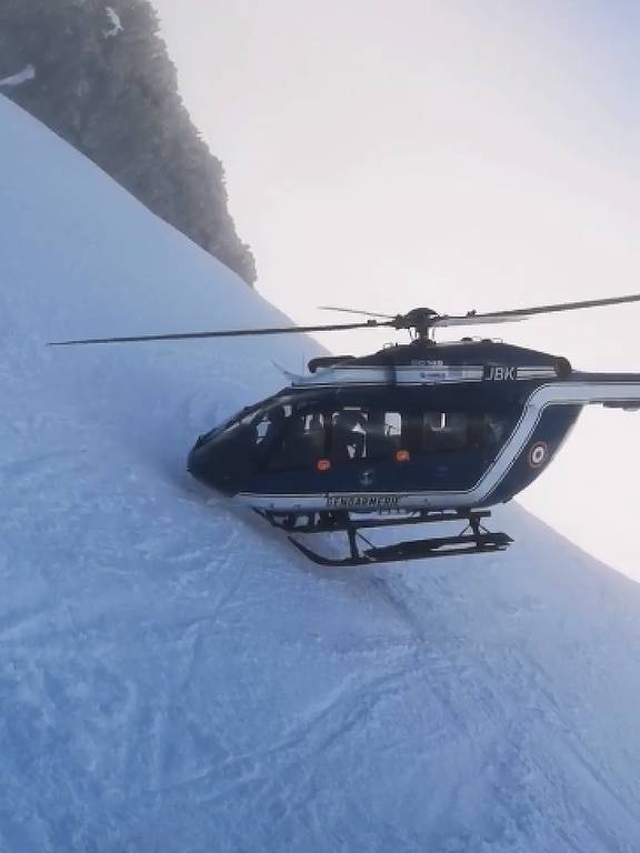 Resgate de helicóptero nos alpes franceses