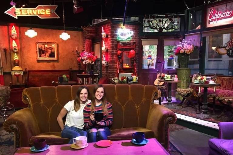 Noelle e Cali Sheldon, as gêmeas que interpretaram Emma em Friends
