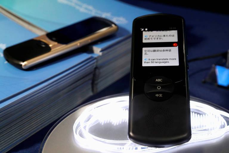 A chinesa iFlytek apresentou um aparelho que traduz chinês e outros 30 idiomas; custa US$ 400
