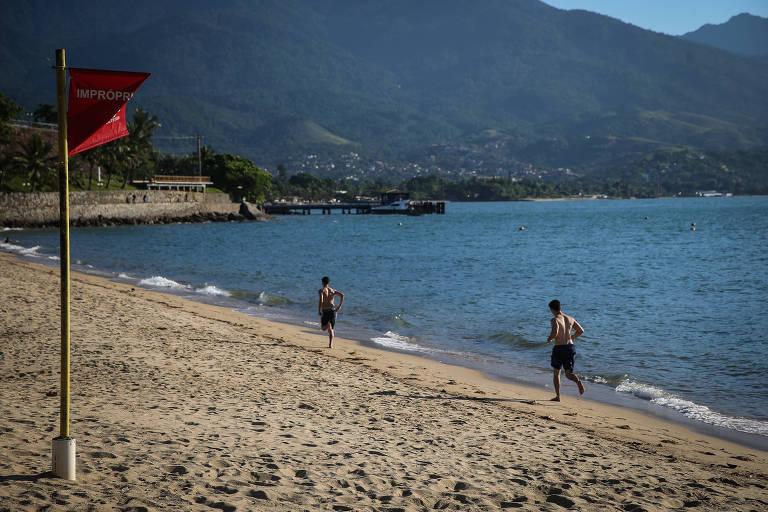 Praia do Perequê em Ilhabela, está poluída