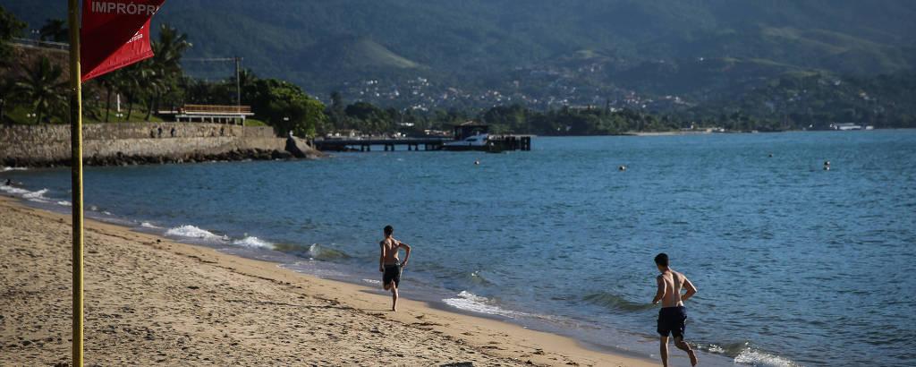 Praia do Perequê é um dos 18 pontos em Ilhabela considerados impróprios para banho devido à alta concentração de agentes poluentes nas águas