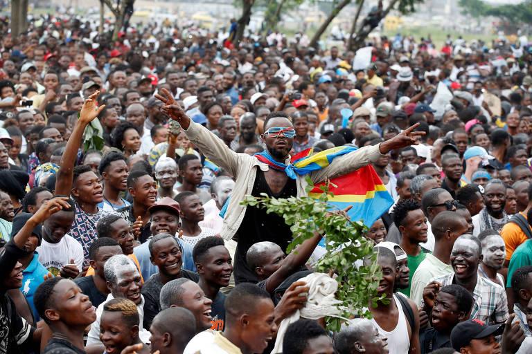 Apoiadores de Felix Tshisekedi, vencedor das eleições, participam de manifestação em apoio a ele em Kinshasa