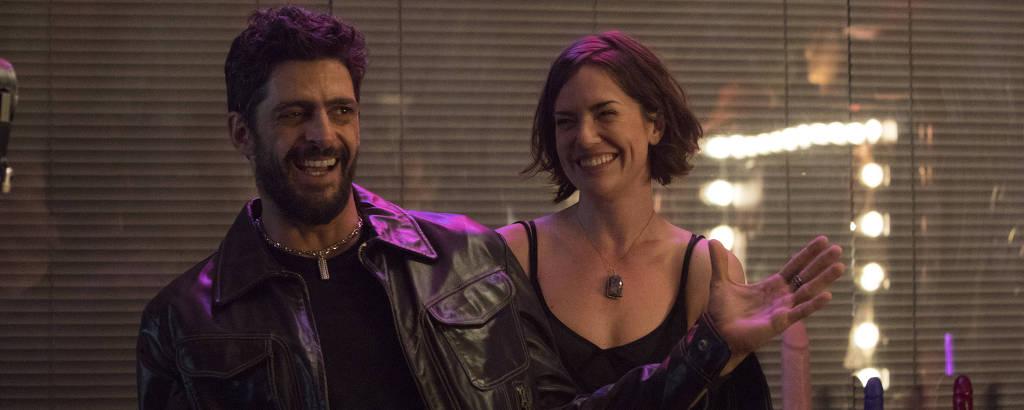 Julio Machado e Natália Lage em cena da série 'Hard'