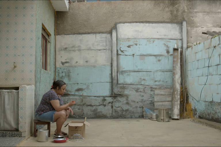 Atriz Grace Passô em cena do filme 'Temporada', de André Novais Oliveira