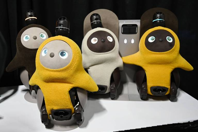 Lovot, o companheiro robô desenvolvido pela Groove X; com um sistema de inteligência artificial, eles pedem por atenção e 'ficam tímidos' com pessoas que não conhecem