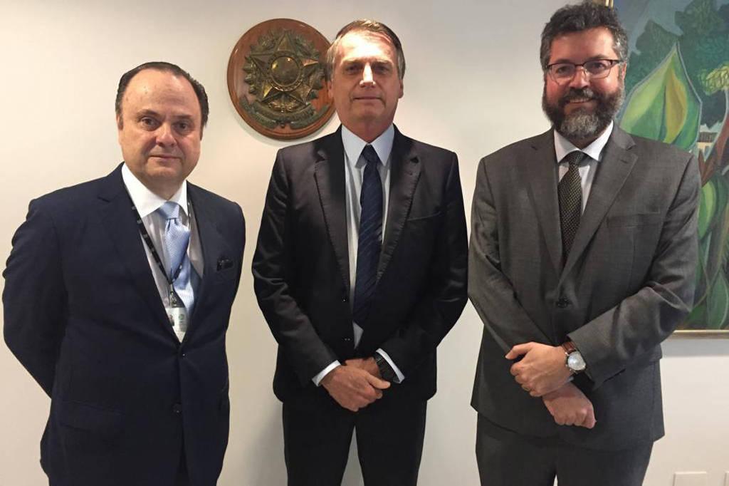 Mario Vilalva (esq.) ao lado do presidente Jair Bolsonaro e do chanceler Ernesto Araújo no início de janeiro